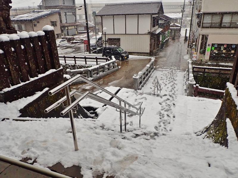 もう春なのに雪が!_c0336902_14070390.jpg