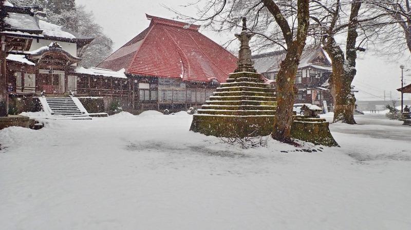 もう春なのに雪が!_c0336902_14071145.jpg