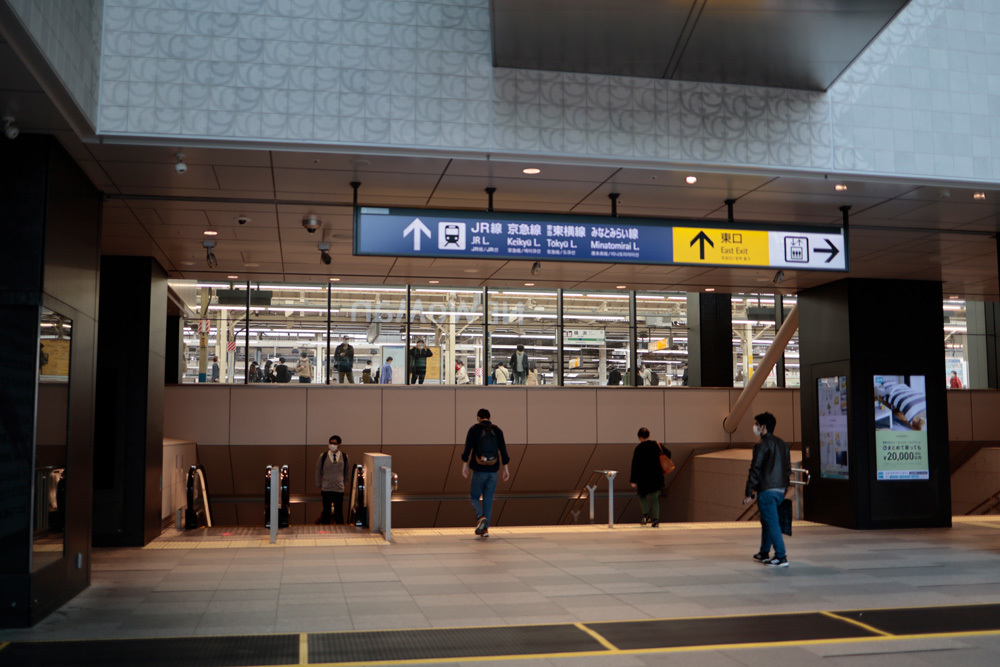 横浜駅 3/28点描_d0011713_10354458.jpg