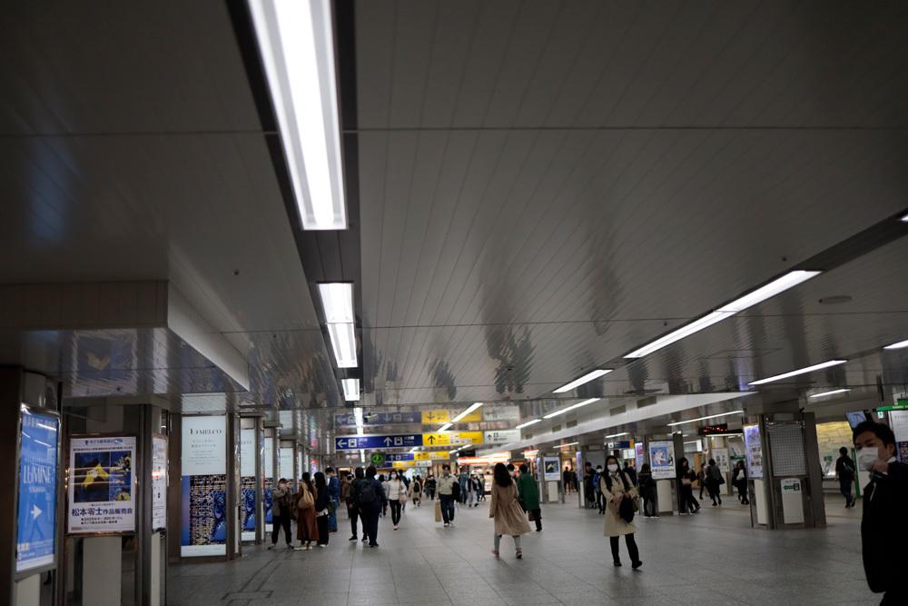 横浜駅 3/28点描_d0011713_10355680.jpg
