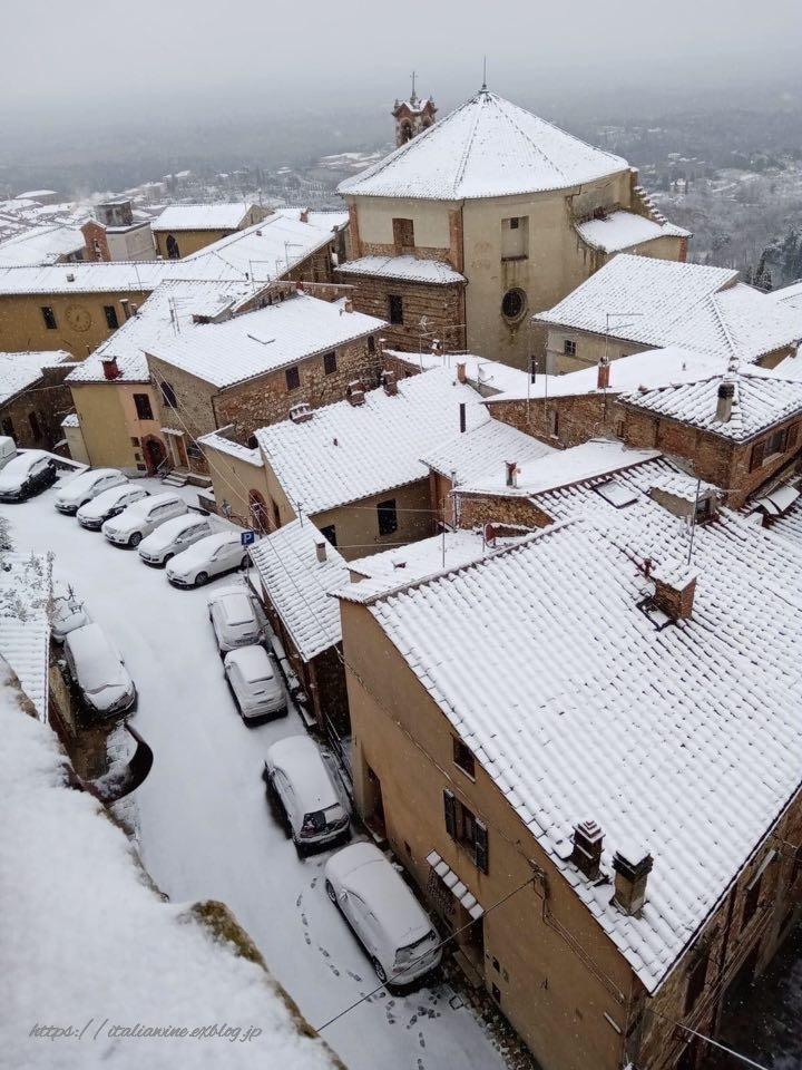 モンテプルチャーノの雪景色_d0219019_16493212.jpg