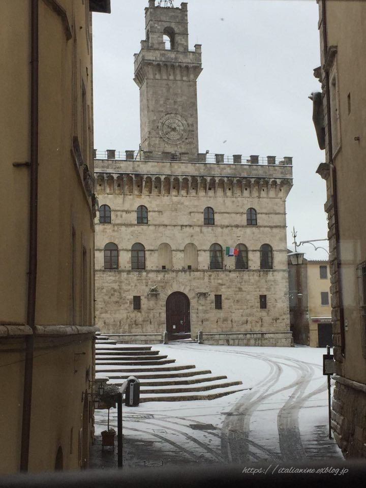 モンテプルチャーノの雪景色_d0219019_16493890.jpg