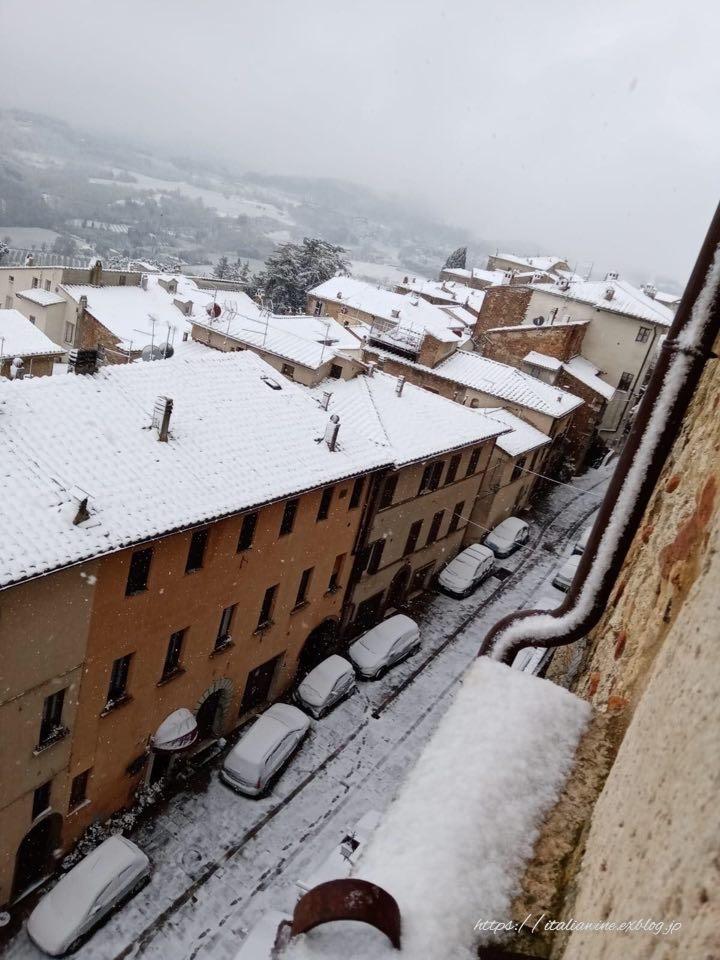 モンテプルチャーノの雪景色_d0219019_16494795.jpg