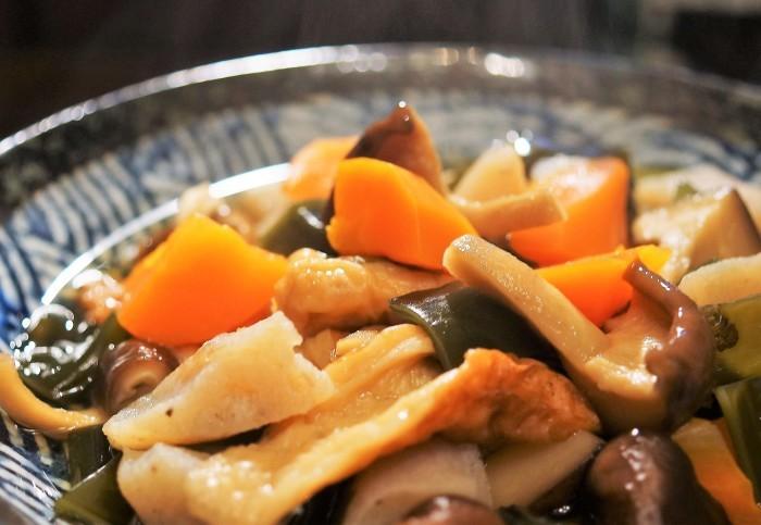 ■晩ご飯【昆布/竹輪/椎茸/コンニャクの煮物】これうまつゆで簡単!美味しい!_b0033423_19422714.jpg
