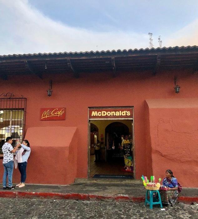アンティグアのマクドナルドは世界一?@グアテマラ_a0092659_20035361.jpg