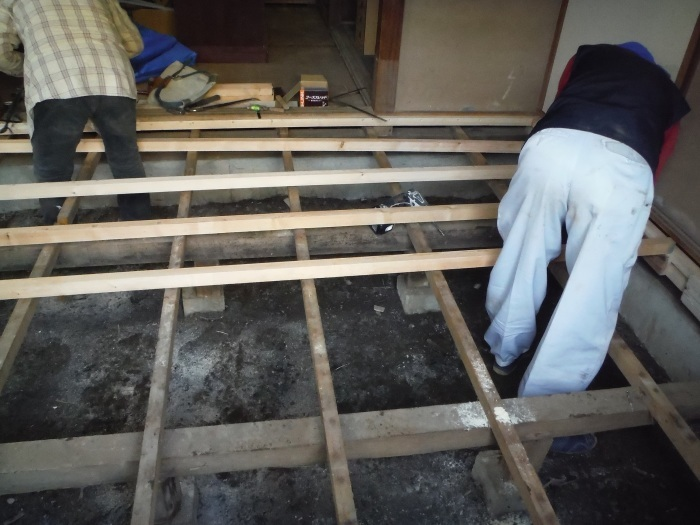 床上浸水 ~ 和室6畳間から開始です。_d0165368_07504414.jpg