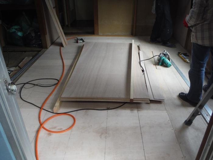 床上浸水 ~ 和室6畳間から開始です。_d0165368_07512772.jpg