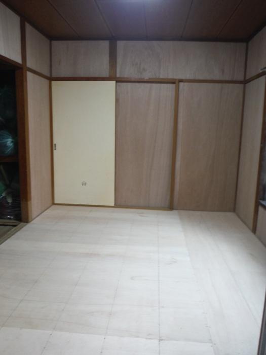 床上浸水 ~ 和室6畳間から開始です。_d0165368_07542786.jpg