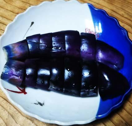 ぬか漬け 5日目。ぬか漬けのナスの色、紫色でよい感じ。_b0126182_18153986.jpg