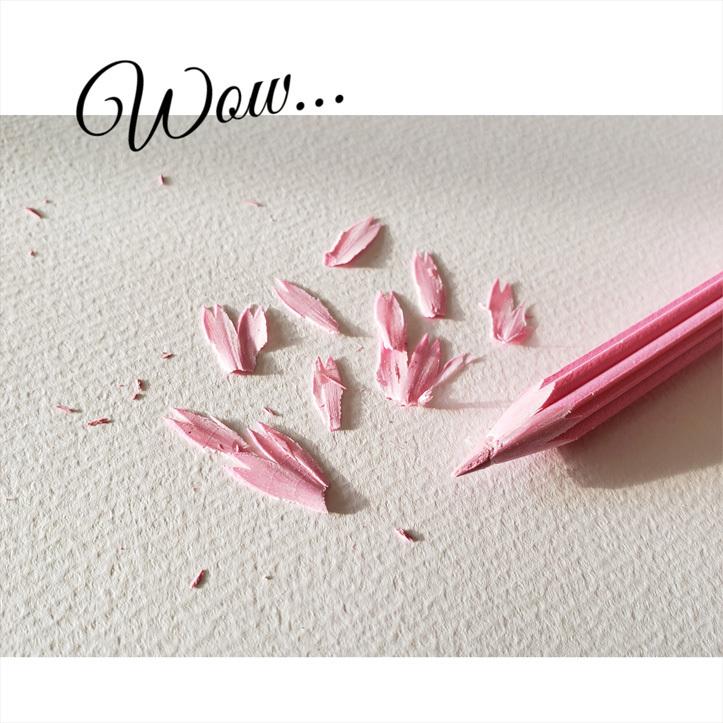 優しい花色鉛筆と雪色鉛筆・・・ガラスのチェスとウズラの卵ちゃん。_d0224894_18302685.jpg
