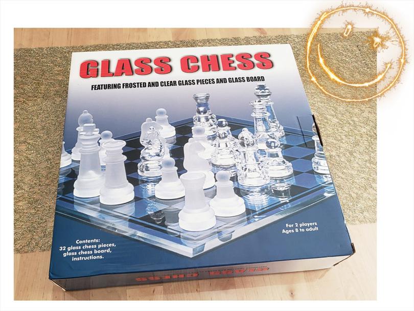 優しい花色鉛筆と雪色鉛筆・・・ガラスのチェスとウズラの卵ちゃん。_d0224894_20272130.jpg