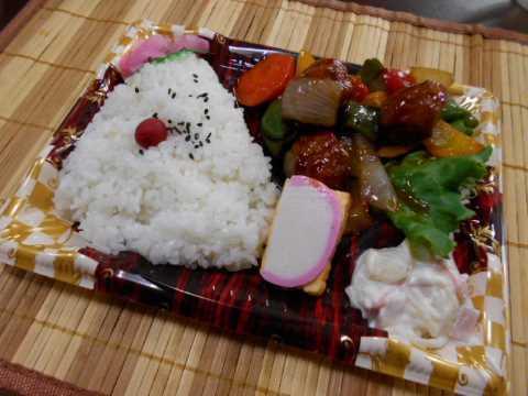 昼ご飯はスーパーの250円弁当_f0019498_14055197.jpg