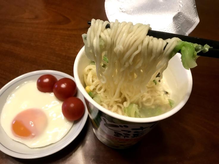 どっさり野菜ちゃんぽん(エースコック)_c0212604_1172139.jpg