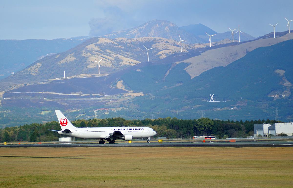 昨日の阿蘇熊本飛行場。_b0044115_02304402.jpg