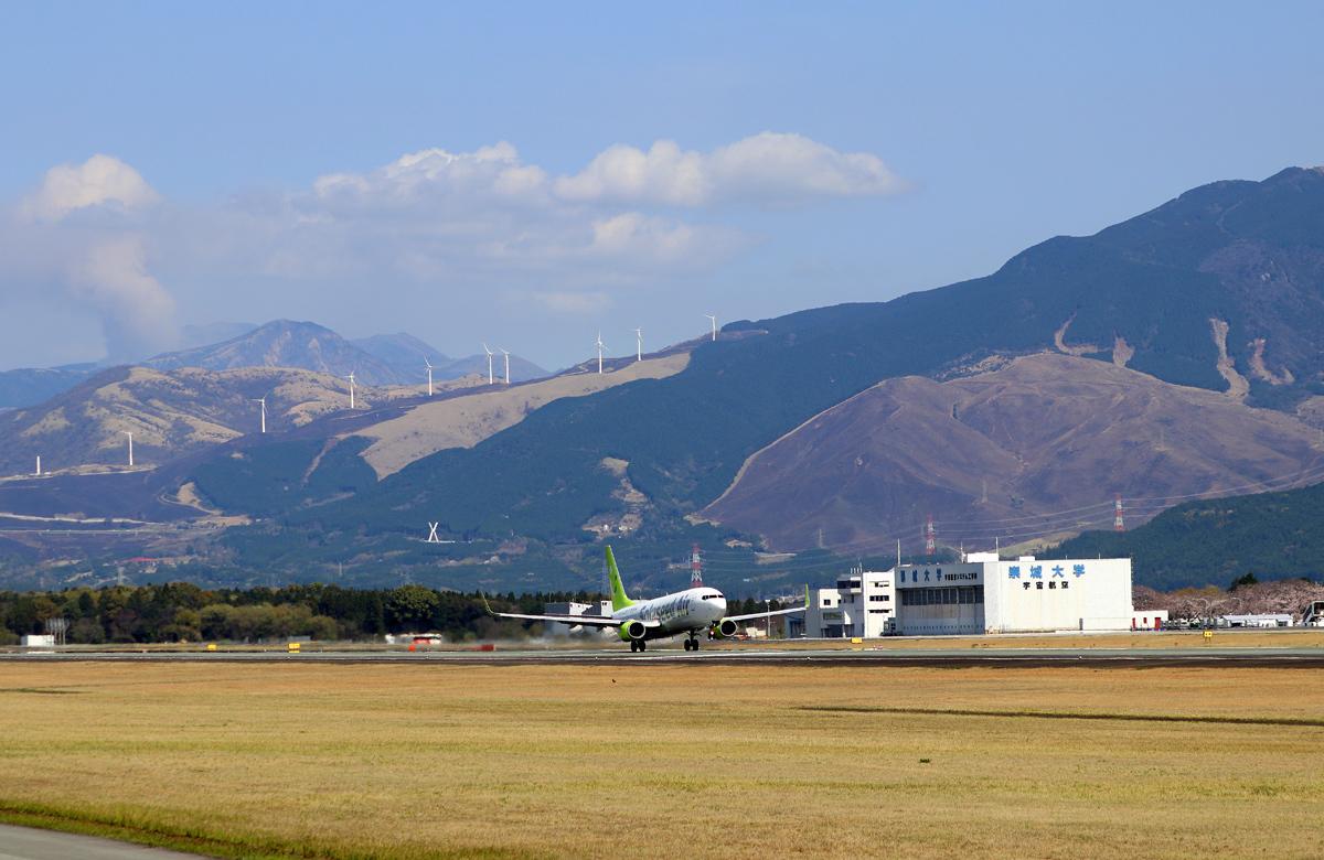 昨日の阿蘇熊本飛行場。_b0044115_02325481.jpg
