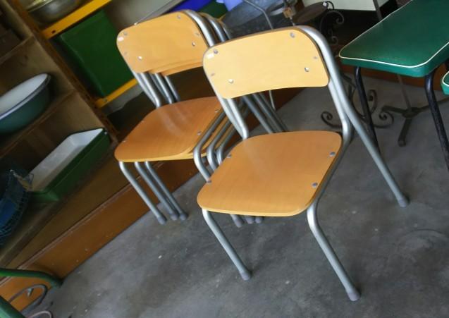 小さな学校椅子_e0199317_15424280.jpg