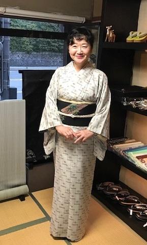 野田淳子さん・久米島紬に色と刺繍を足された帯。_f0181251_18161343.jpg