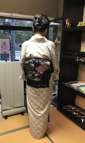 野田淳子さん・久米島紬に色と刺繍を足された帯。_f0181251_18182901.jpg