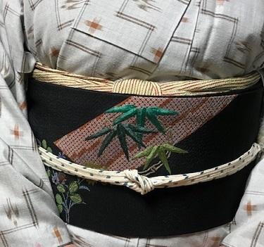 野田淳子さん・久米島紬に色と刺繍を足された帯。_f0181251_18235846.jpg