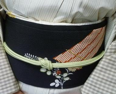 野田淳子さん・久米島紬に色と刺繍を足された帯。_f0181251_18244472.jpg
