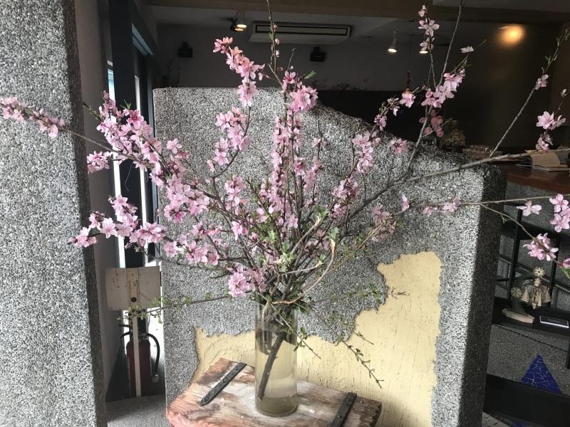 花盛りです_d0177560_18035399.jpeg