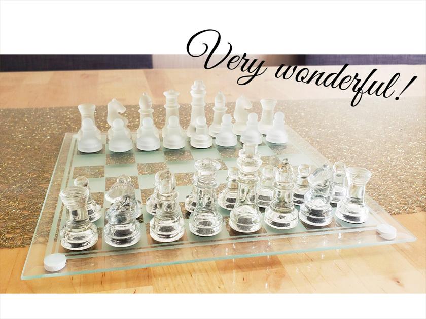 優しい花色鉛筆と雪色鉛筆・・・ガラスのチェスとウズラの卵ちゃん。_d0224894_01255334.jpg