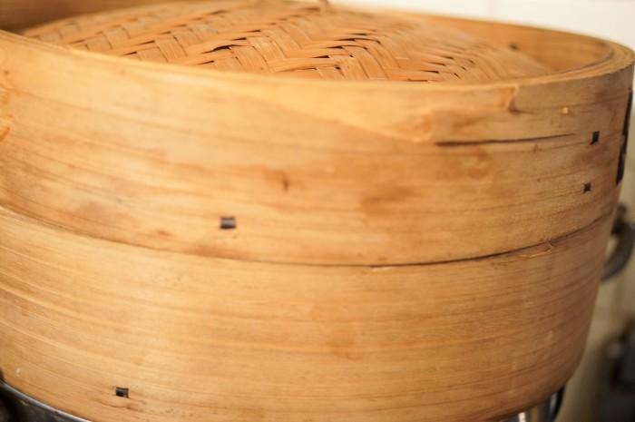 ■季節の和菓子【野摘みヨモギで お彼岸の時に草餅を作りました。餡子入りできな粉添えです♪】_b0033423_19312229.jpg