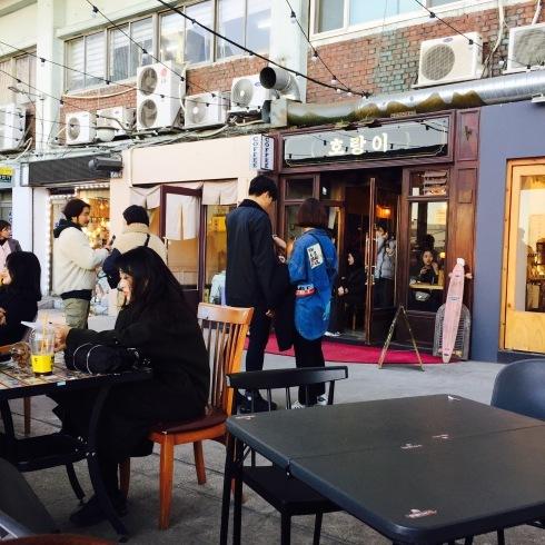 ひとりソウル旅行 27 夕食は・・・行列の末のいちごサンド_f0054260_09002181.jpg