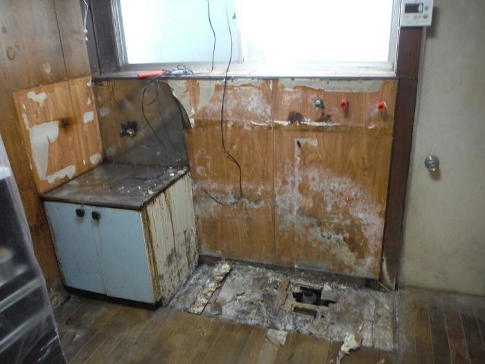 床上浸水 ~ キッチン工事。_d0165368_03582974.jpg