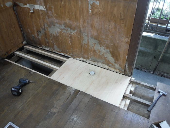 床上浸水 ~ キッチン工事。_d0165368_03591422.jpg