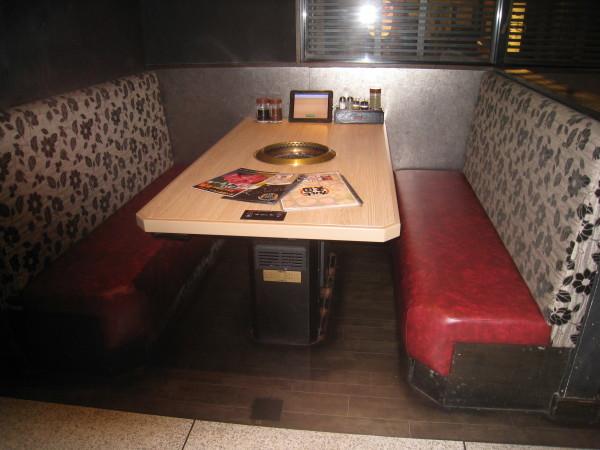 カルビ天国広島駅前店様のベンチの張替をしました_b0246398_19091643.jpg