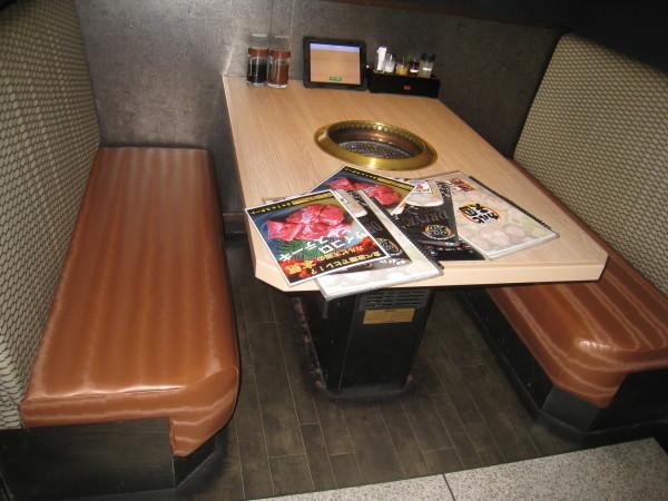 カルビ天国広島駅前店様のベンチの張替をしました_b0246398_19124927.jpg