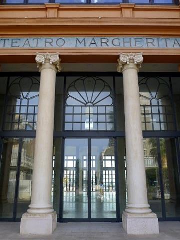 マルゲリータ劇場の正面 (Teatro Margherita)_d0006400_283232.jpg