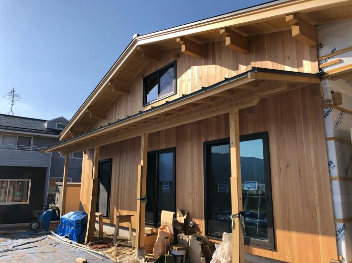 安曇野堀金の木組みと土壁の家 カラマツの外壁_b0024611_08392839.jpg