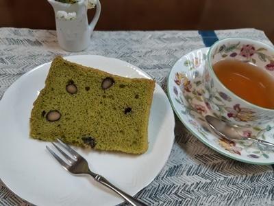 抹茶黒豆シフォンケーキ_f0129726_18411913.jpg