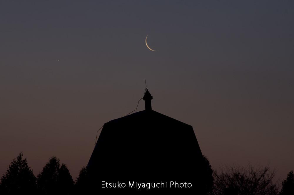 細い月の朝_f0152939_20064724.jpg
