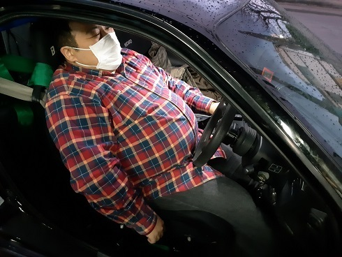 誰も その姿勢で運転できませんよ。 (笑)_b0138552_21094686.jpg