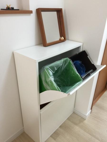 隔週で出す ゴミの日を 確認しやすくするために・・我が家のダストボックス_a0239890_12470611.jpg