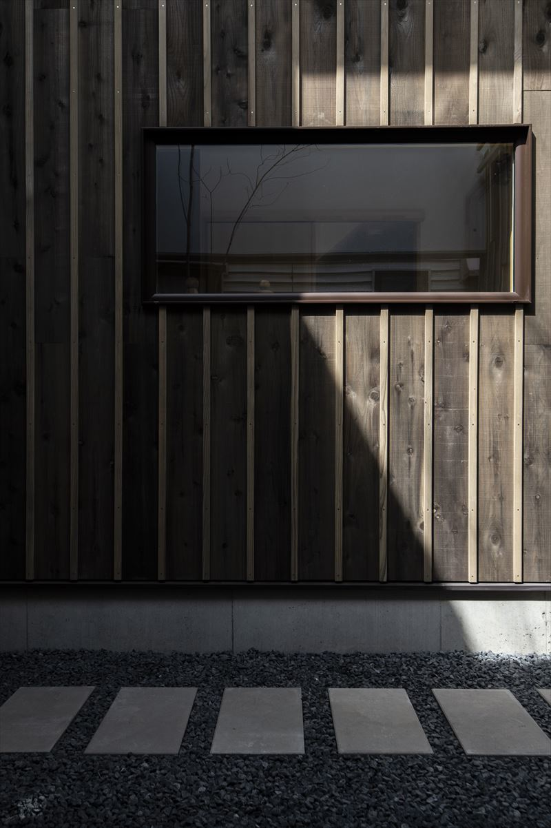真砂の家の中庭と外観 竣工写真1_b0349892_10265777.jpg