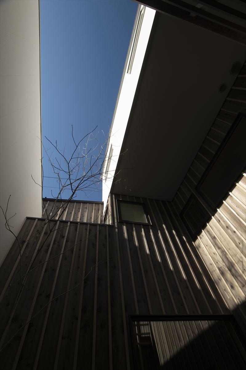 真砂の家の中庭と外観 竣工写真1_b0349892_10290638.jpg