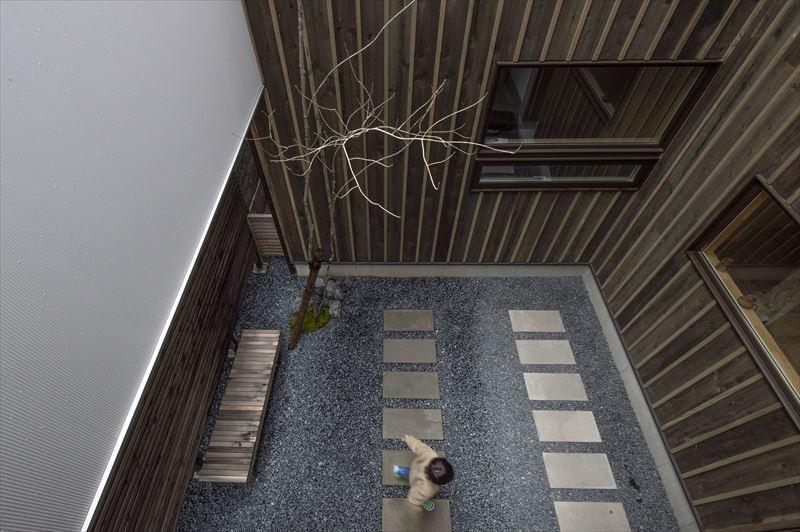 真砂の家の中庭と外観 竣工写真1_b0349892_10302954.jpg