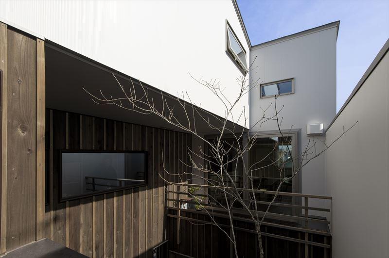 真砂の家の中庭と外観 竣工写真1_b0349892_10351804.jpg