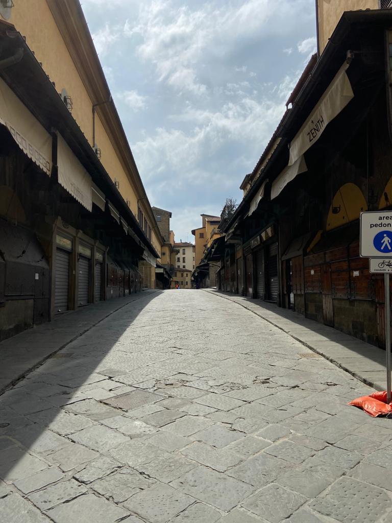 再び歩けるフィレンツェを思いながら読書!_c0179785_05512277.jpg