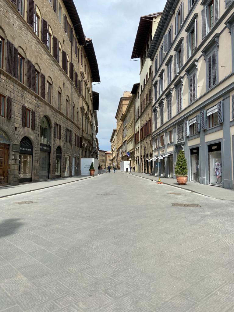 再び歩けるフィレンツェを思いながら読書!_c0179785_05525443.jpg