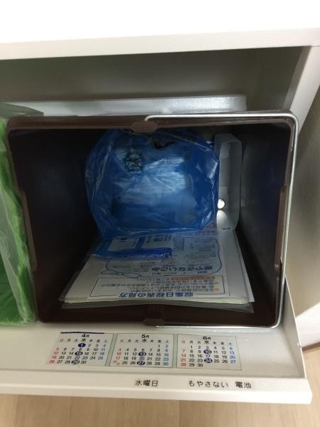 隔週で出す ゴミの日を 確認しやすくするために・・我が家のダストボックス_a0239890_06415381.jpg