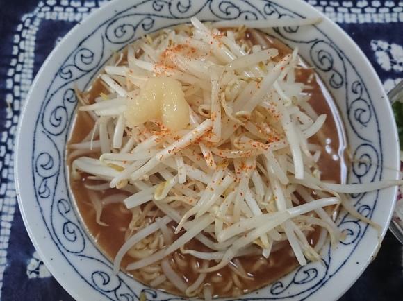 4/4 サンヨー食品サッポロ一番みそラーメン と 緑豆もやし で もやしラーメン_b0042308_14031705.jpg