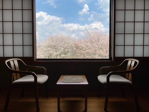 吉野山の桜が完全に見ごろに入ってきました!_e0154524_08455153.jpg