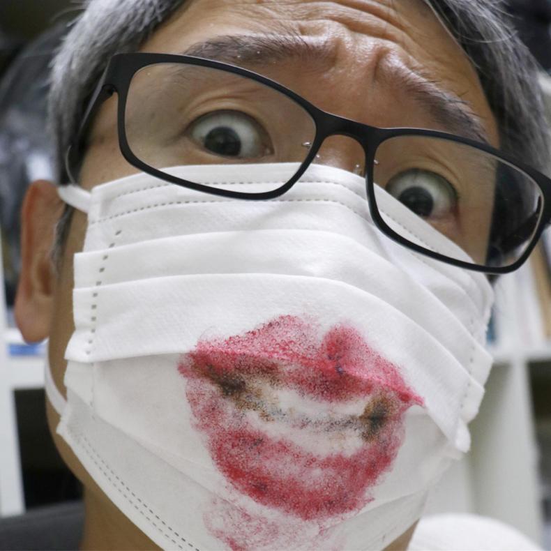 #うちで過ごそう 使い終わったマスクにお絵描き_c0060143_15032023.jpg