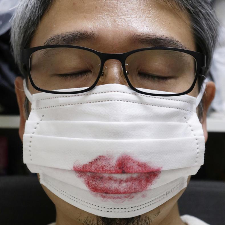 #うちで過ごそう 使い終わったマスクにお絵描き_c0060143_15032590.jpg