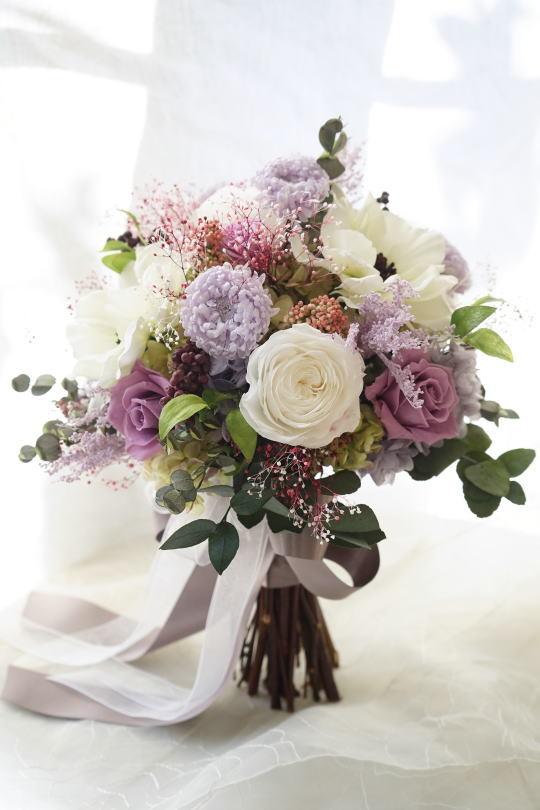 アネモネとラベンダー色のお花のクラッチブーケ_a0136507_23184679.jpg